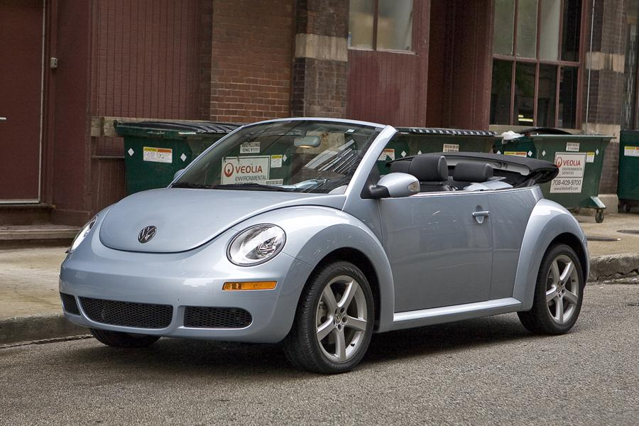 2010 Volkswagen New Beetle Photo 1 of 20
