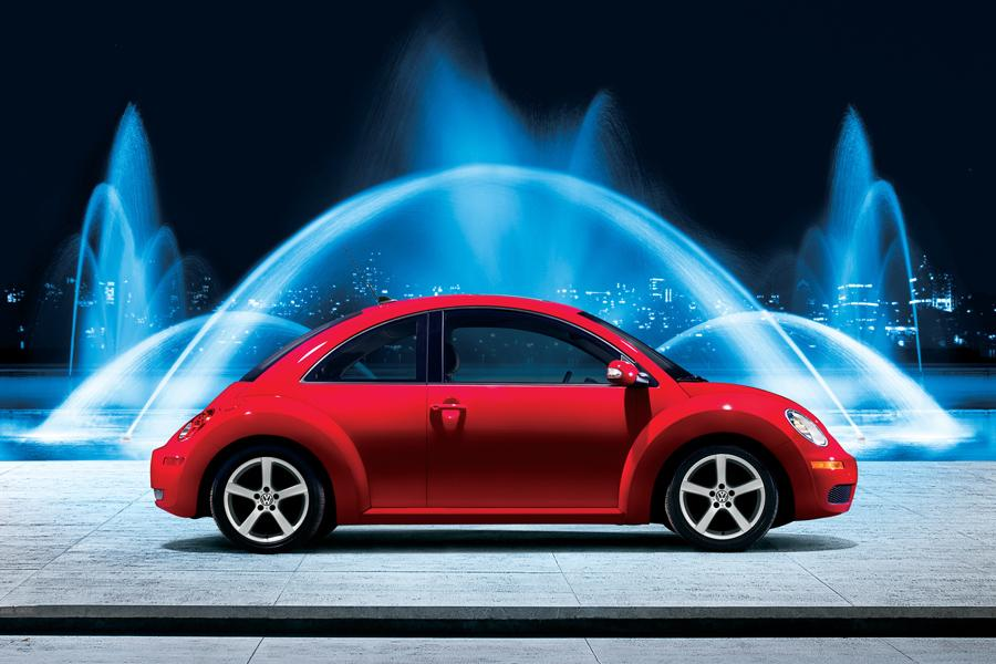 2010 Volkswagen New Beetle Photo 3 of 20