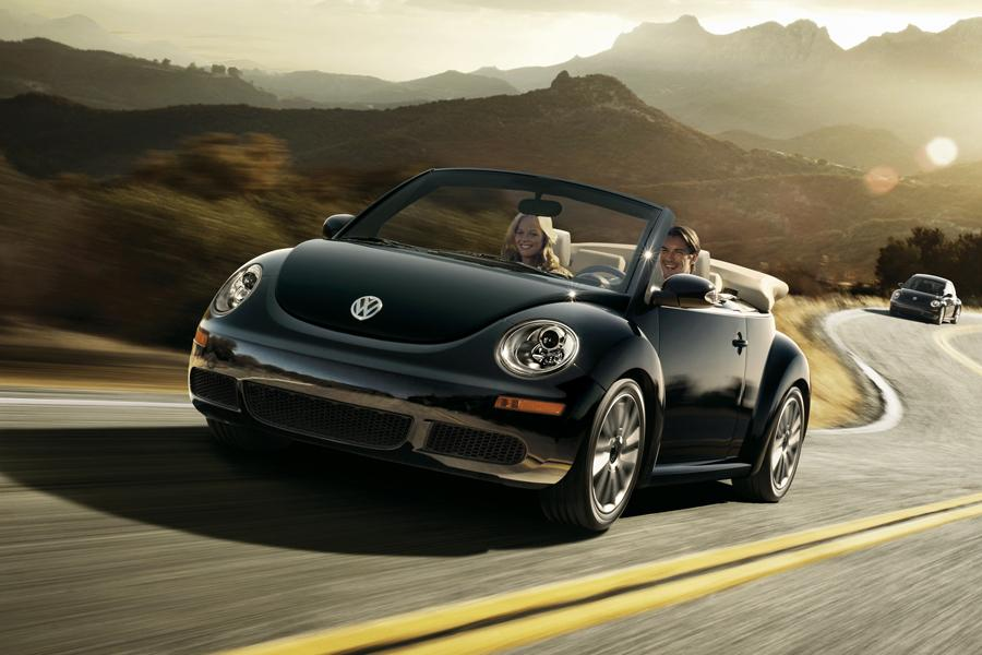 2010 Volkswagen New Beetle Photo 5 of 20