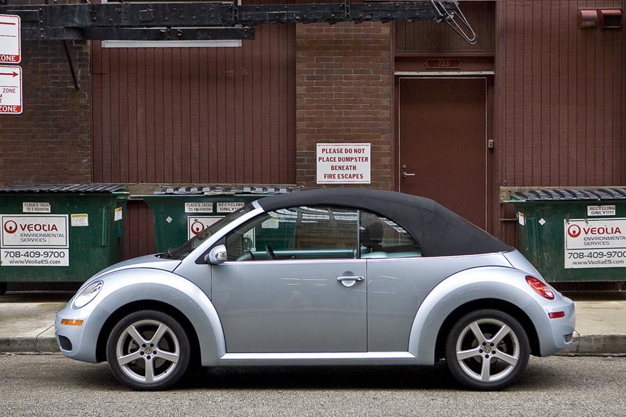 2010 Volkswagen New Beetle Photo 6 of 20