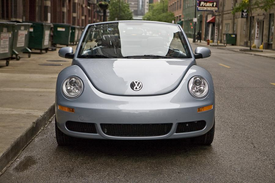 volkswagen new beetle hatchback models price specs reviews. Black Bedroom Furniture Sets. Home Design Ideas