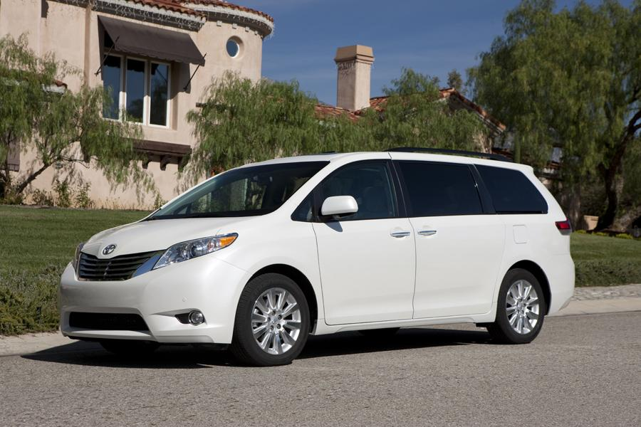 2011 Toyota Sienna Photo 3 of 20