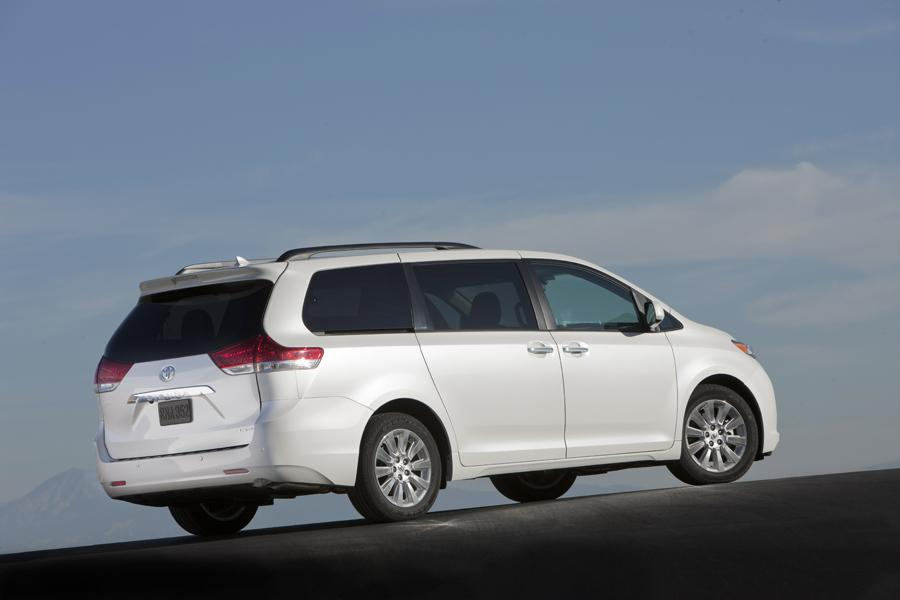 2011 Toyota Sienna Photo 4 of 20