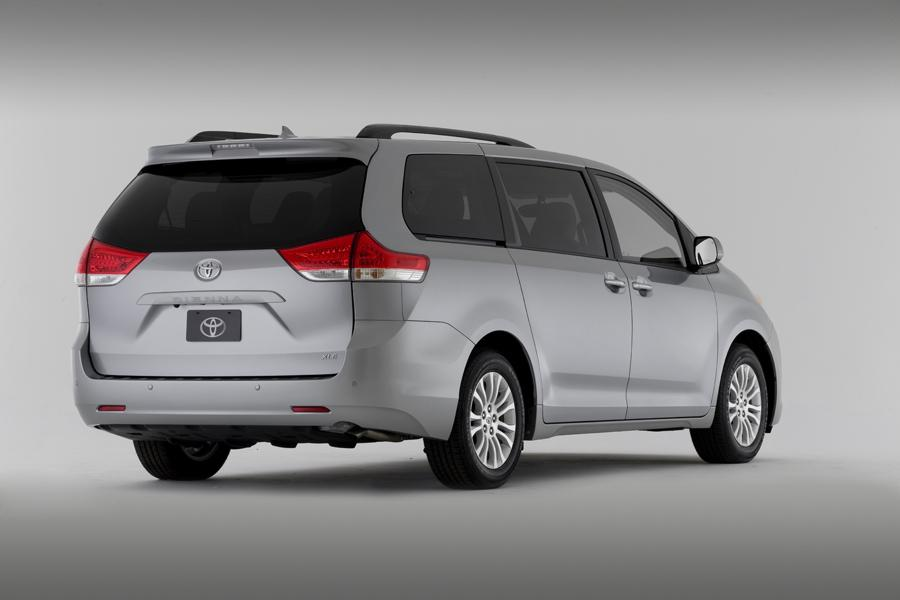 2011 Toyota Sienna Specs Pictures Trims Colors Cars Com