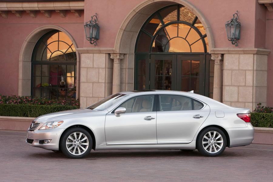 2010 Lexus LS 460 Photo 2 of 21