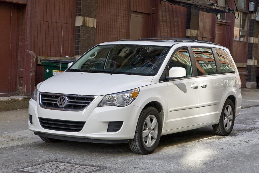 2010 Volkswagen Routan Photo 1 of 20