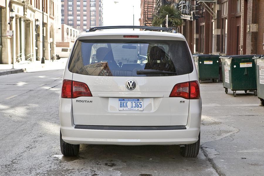 2010 Volkswagen Routan Photo 5 of 20
