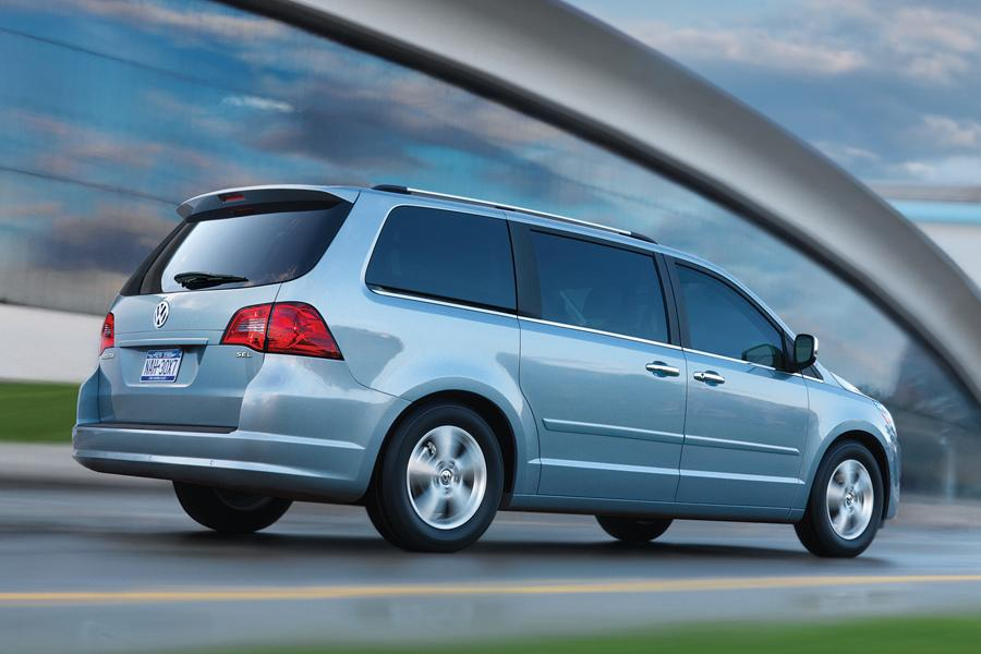Dodge Grand Caravan Mpg >> 2010 Volkswagen Routan Reviews, Specs and Prices | Cars.com