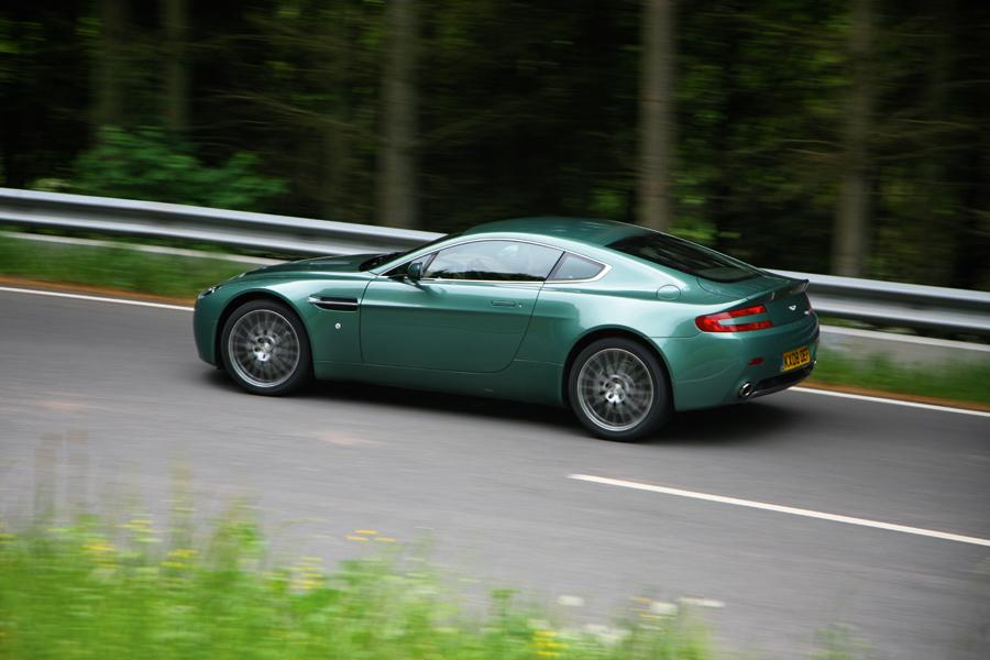 2010 Aston Martin V8 Vantage Photo 6 of 20