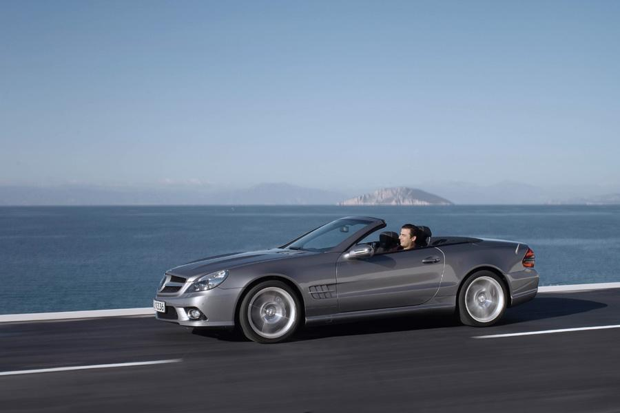 2011 mercedes benz sl class overview for Mercedes benz roadside assistance coverage