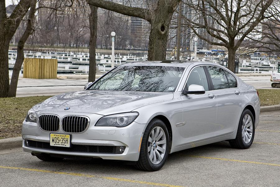 2011 BMW 750 Photo 2 of 20