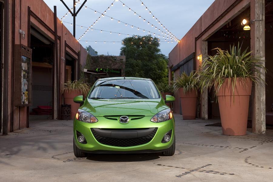 2011 Mazda Mazda2 Photo 2 of 20