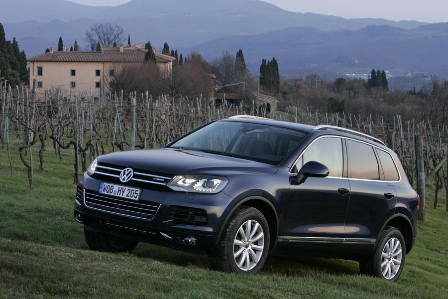 2011 Volkswagen Touareg Photo 3 of 19