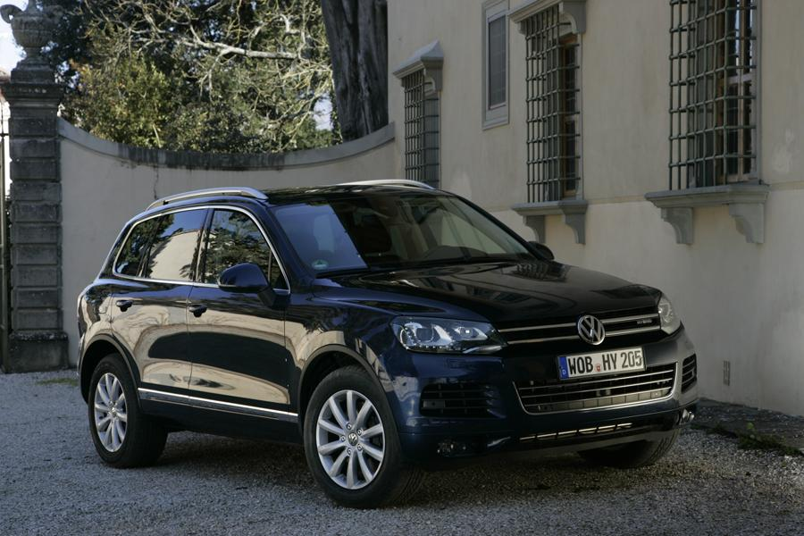 2011 Volkswagen Touareg Photo 4 of 19