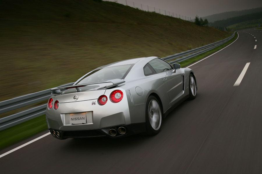 2011 Nissan GT-R Photo 4 of 22