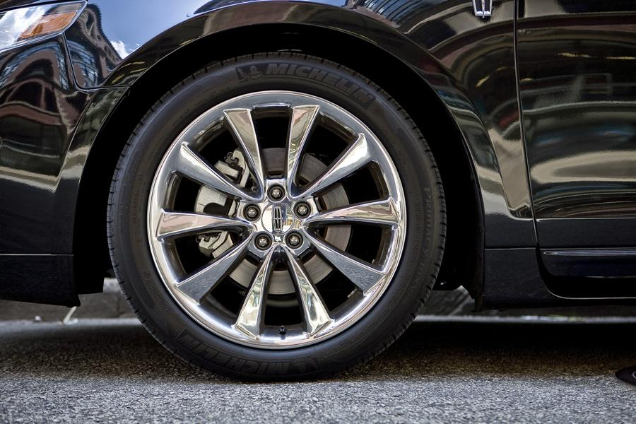 2011 Lincoln MKS Photo 6 of 20