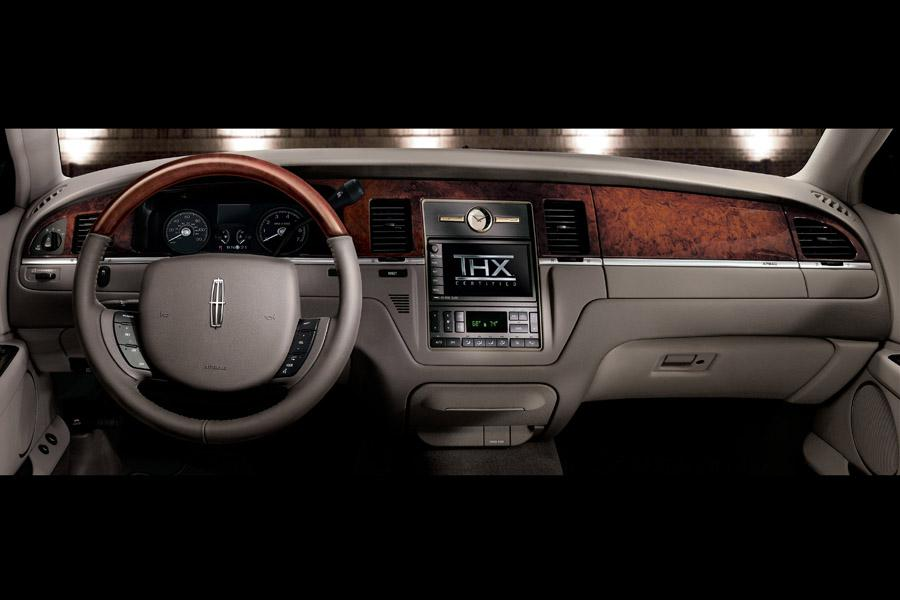 lincoln town car 2011 interior. 20 photos of lincoln town car msrp range 4722552895 trims2 combined mpg seats 6 2011 interior