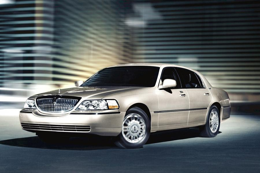 lincoln town car sedan models price specs reviews. Black Bedroom Furniture Sets. Home Design Ideas