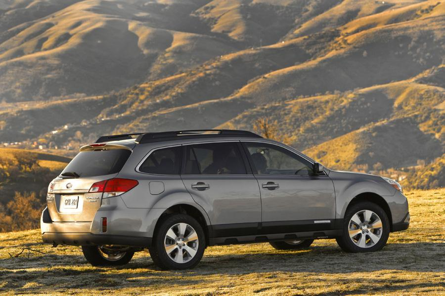 2011 Subaru Outback Photo 2 of 20