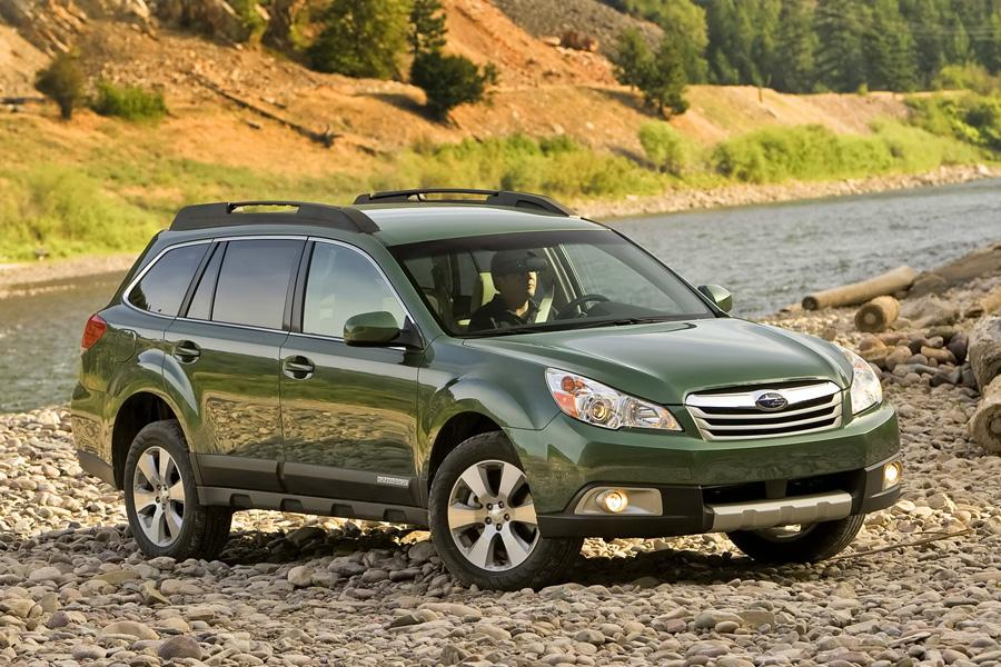 2011 Subaru Outback Photo 4 of 20