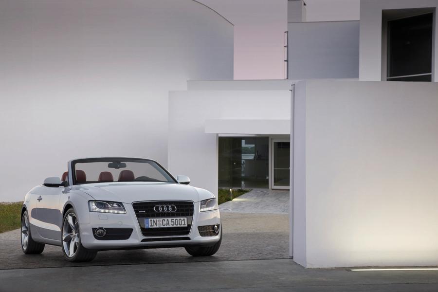 2011 Audi S5 Photo 2 of 21