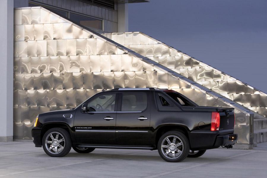 2011 Cadillac Escalade EXT Photo 2 of 6
