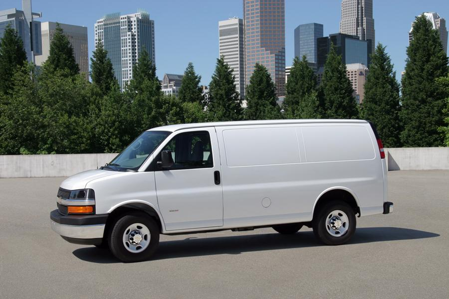 2011 Chevrolet Express 3500 Photo 2 of 4