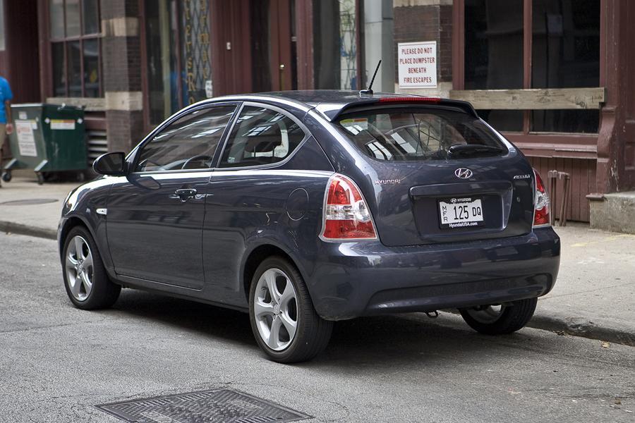 2011 Hyundai Accent Photo 4 of 20