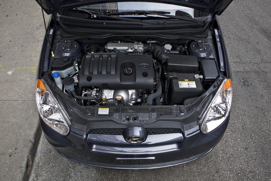 2011 Hyundai Accent Photo 6 of 20