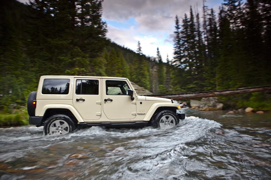 2011 Jeep Wrangler Unlimited Photo 3 of 20