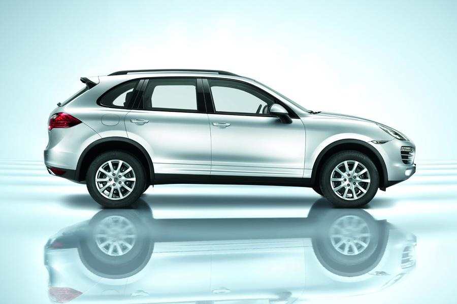 2011 Porsche Cayenne Hybrid Photo 2 of 20