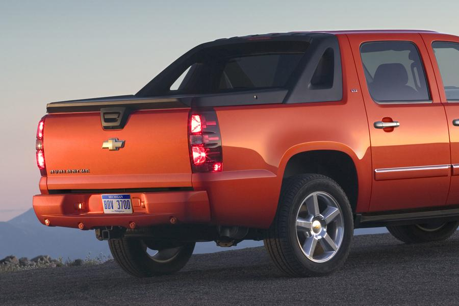 2011 Chevrolet Avalanche Photo 3 of 20