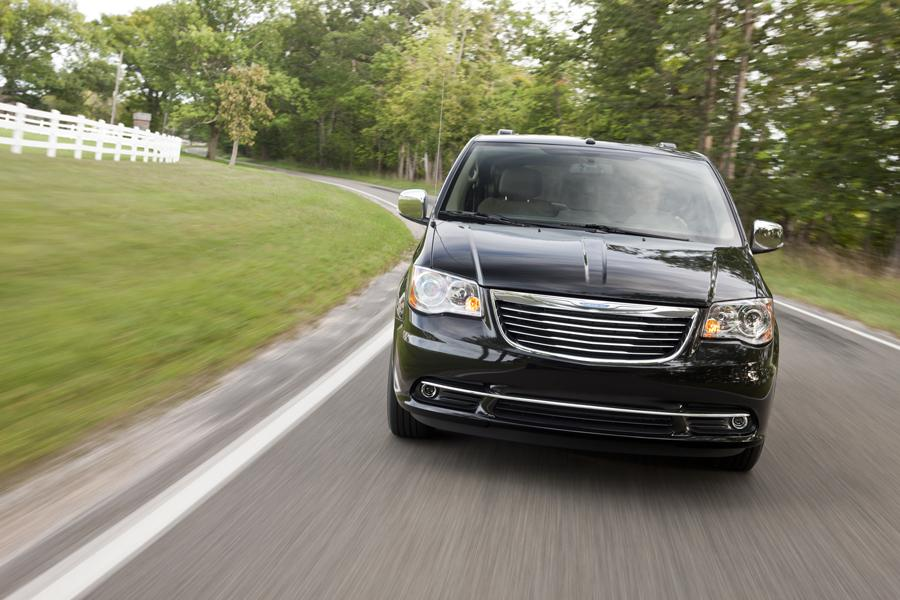 2011 Chrysler Town & Country Photo 2 of 20