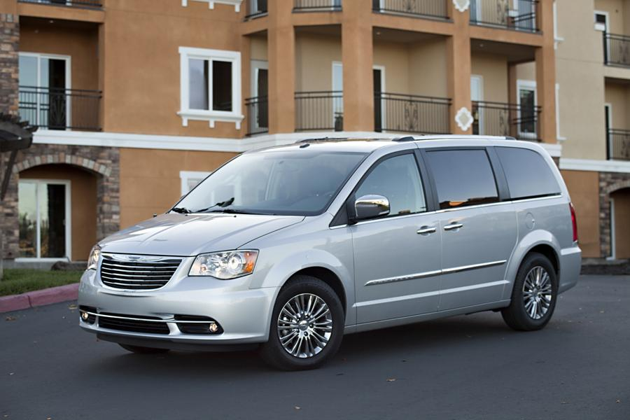 2011 Chrysler Town & Country Photo 6 of 20