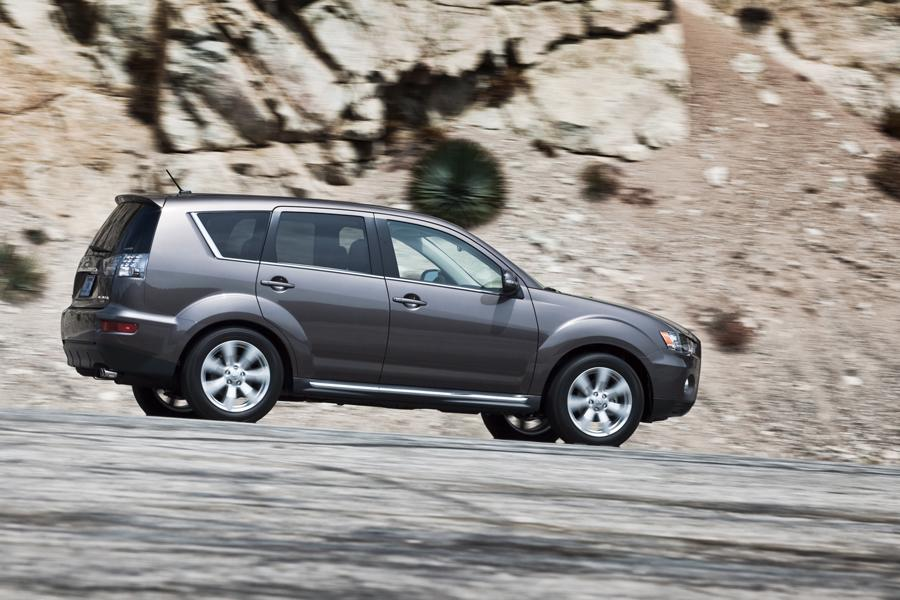 2011 Mitsubishi Outlander Photo 6 of 20