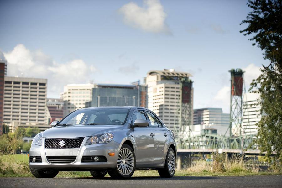 2011 Suzuki Kizashi Photo 2 of 20