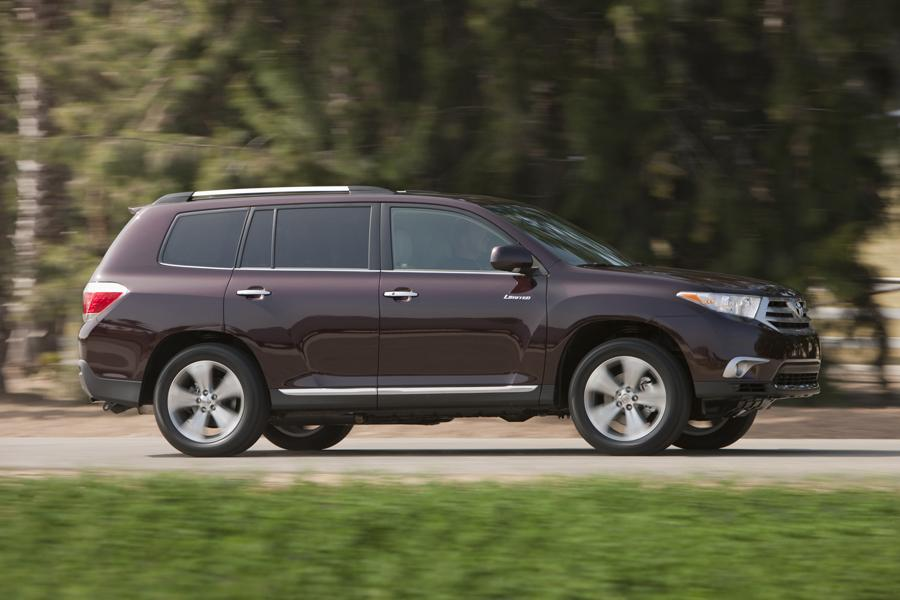 2011 toyota highlander overview. Black Bedroom Furniture Sets. Home Design Ideas