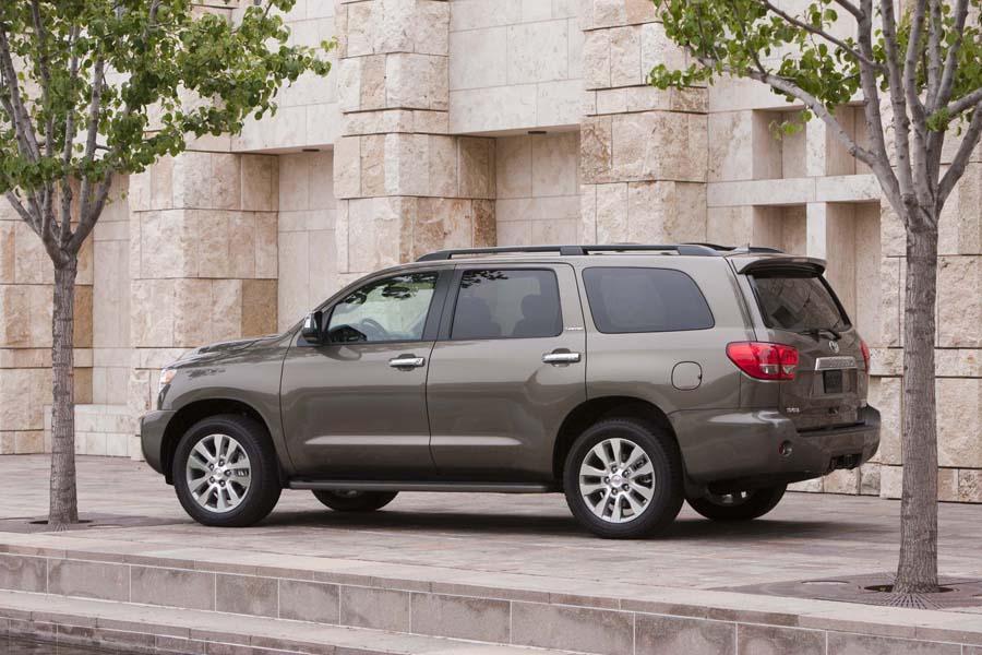 2011 Toyota Sequoia Photo 2 of 20