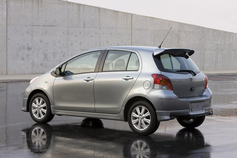 2011 Toyota Yaris Photo 6 of 20