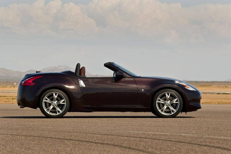 2011 Nissan 370Z Photo 2 of 20