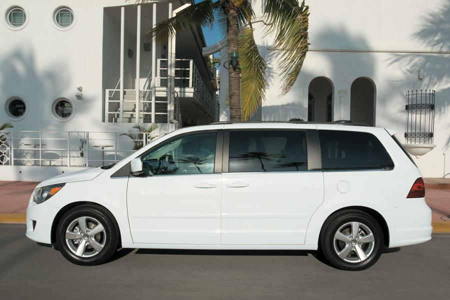 2011 Volkswagen Routan Photo 2 of 20