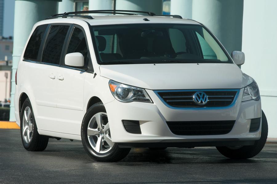 2011 Volkswagen Routan Photo 3 of 20