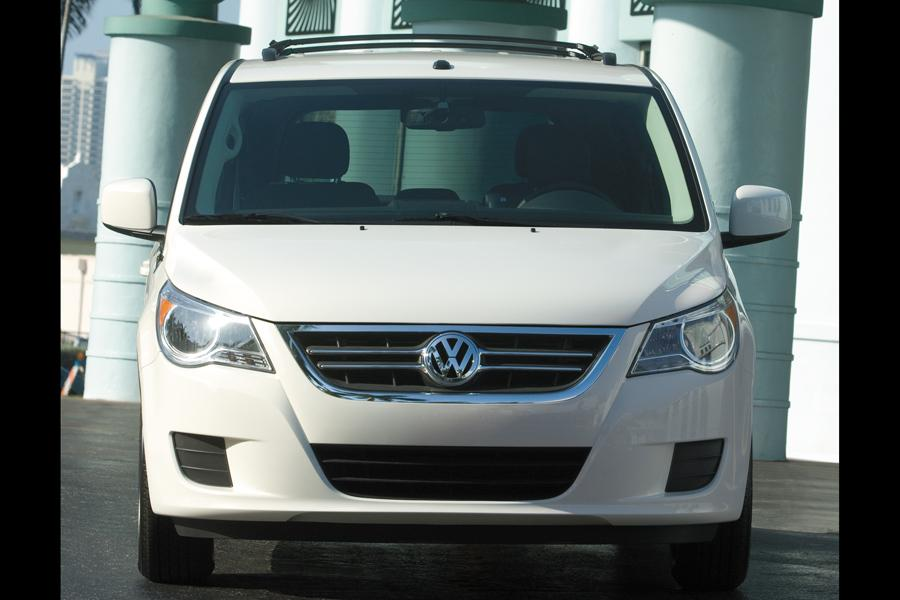 2011 Volkswagen Routan Photo 4 of 20