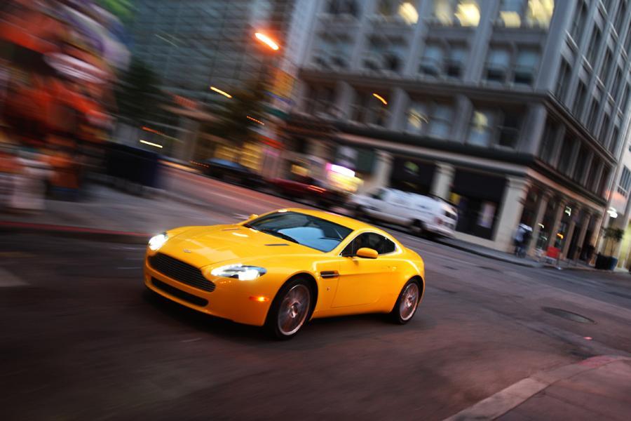 2011 Aston Martin V8 Vantage Photo 5 of 20