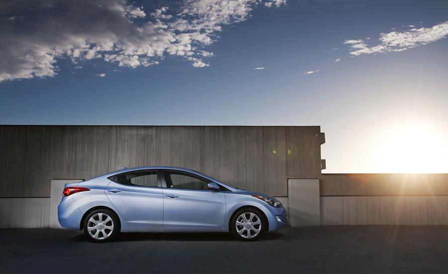 2012 Hyundai Elantra Photo 2 of 7