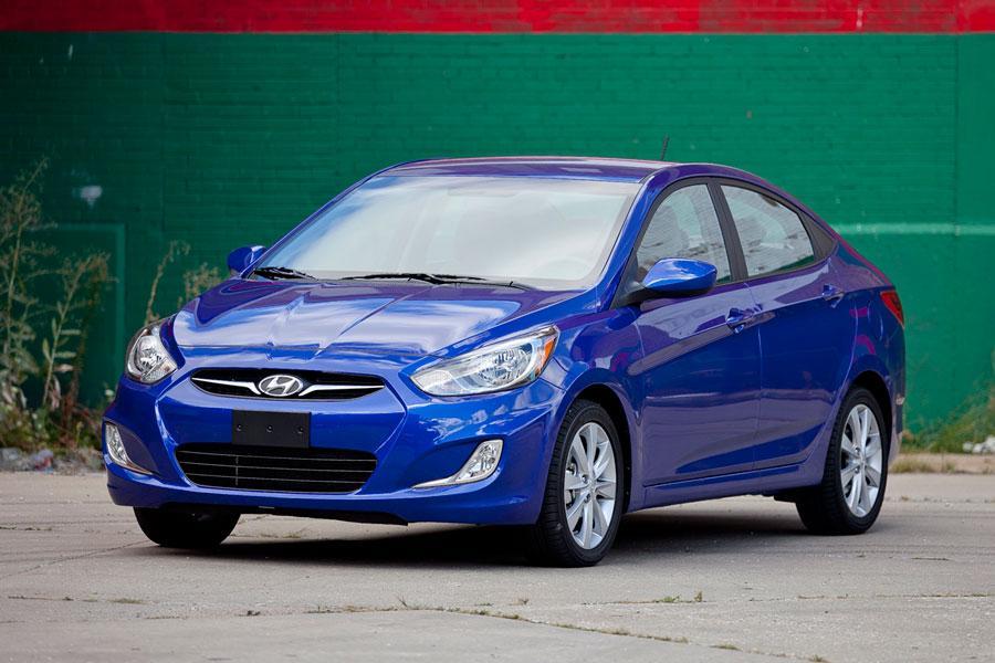 2012 Hyundai Accent Photo 3 of 19