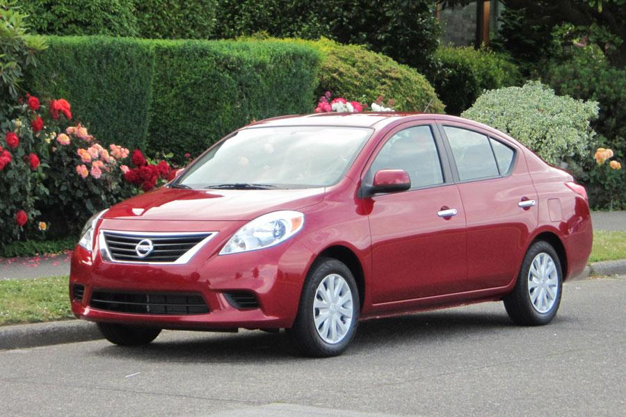 2012 Nissan Versa Photo 2 of 13