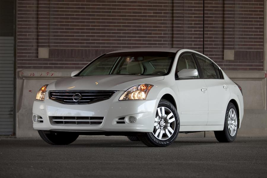 2012 Nissan Altima Photo 2 of 20