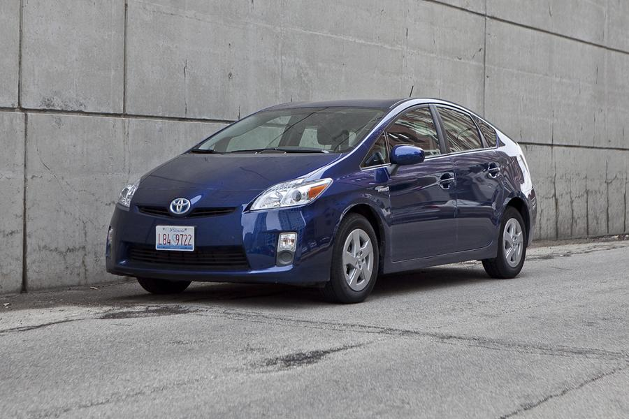 2012 Toyota Prius Photo 2 of 38