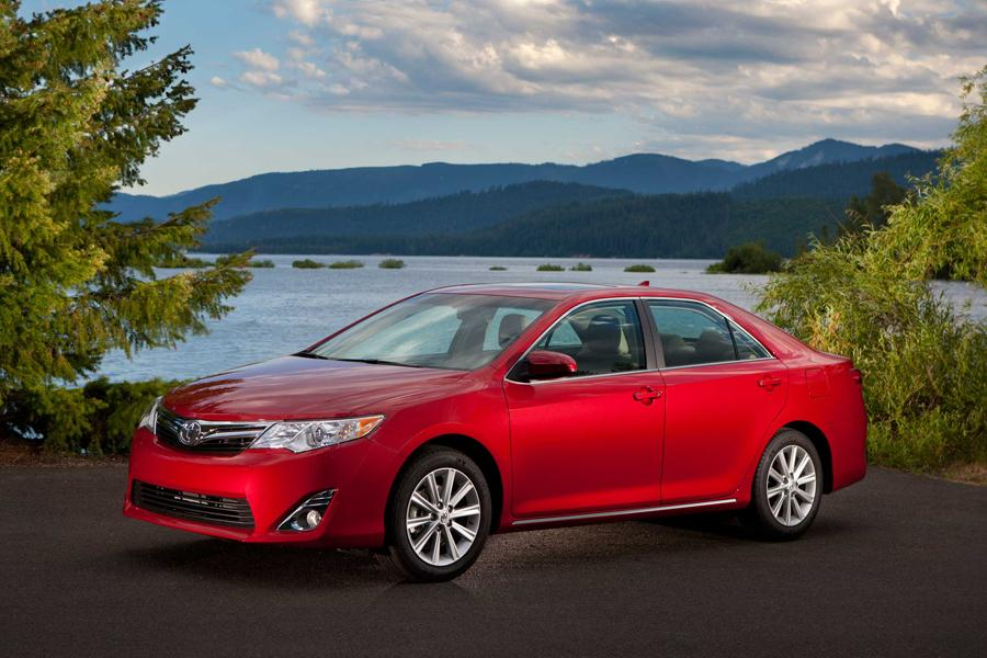 2012 Toyota Camry Photo 2 of 21